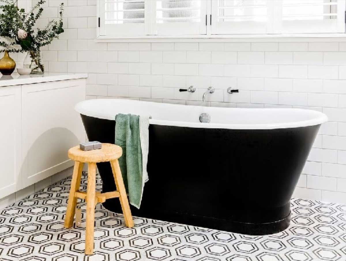 complements your bathroom's features.